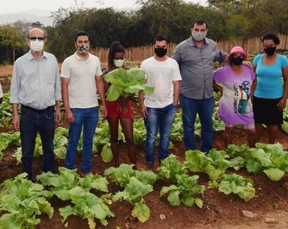 Horta comunitária visa melhorar alimentação e renda de famílias