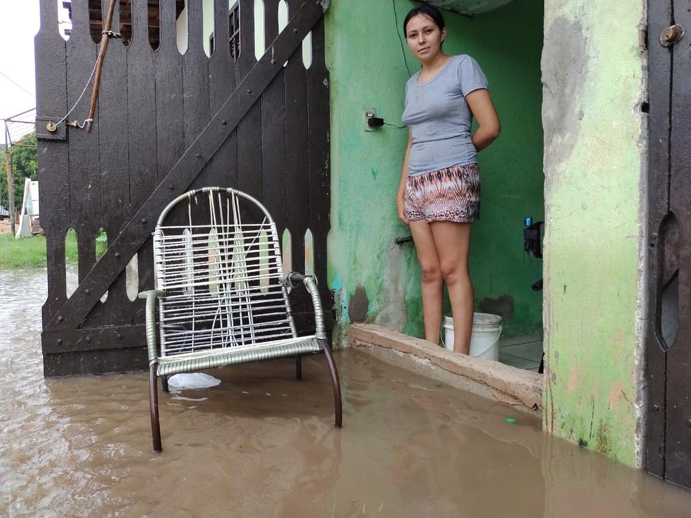 Rua alagada no bairro Planalto em Natal — Foto: Lucas Cortez/Inter TV Cabugi