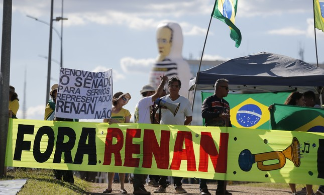 Protesto contra Renan do lado de fora do Senado