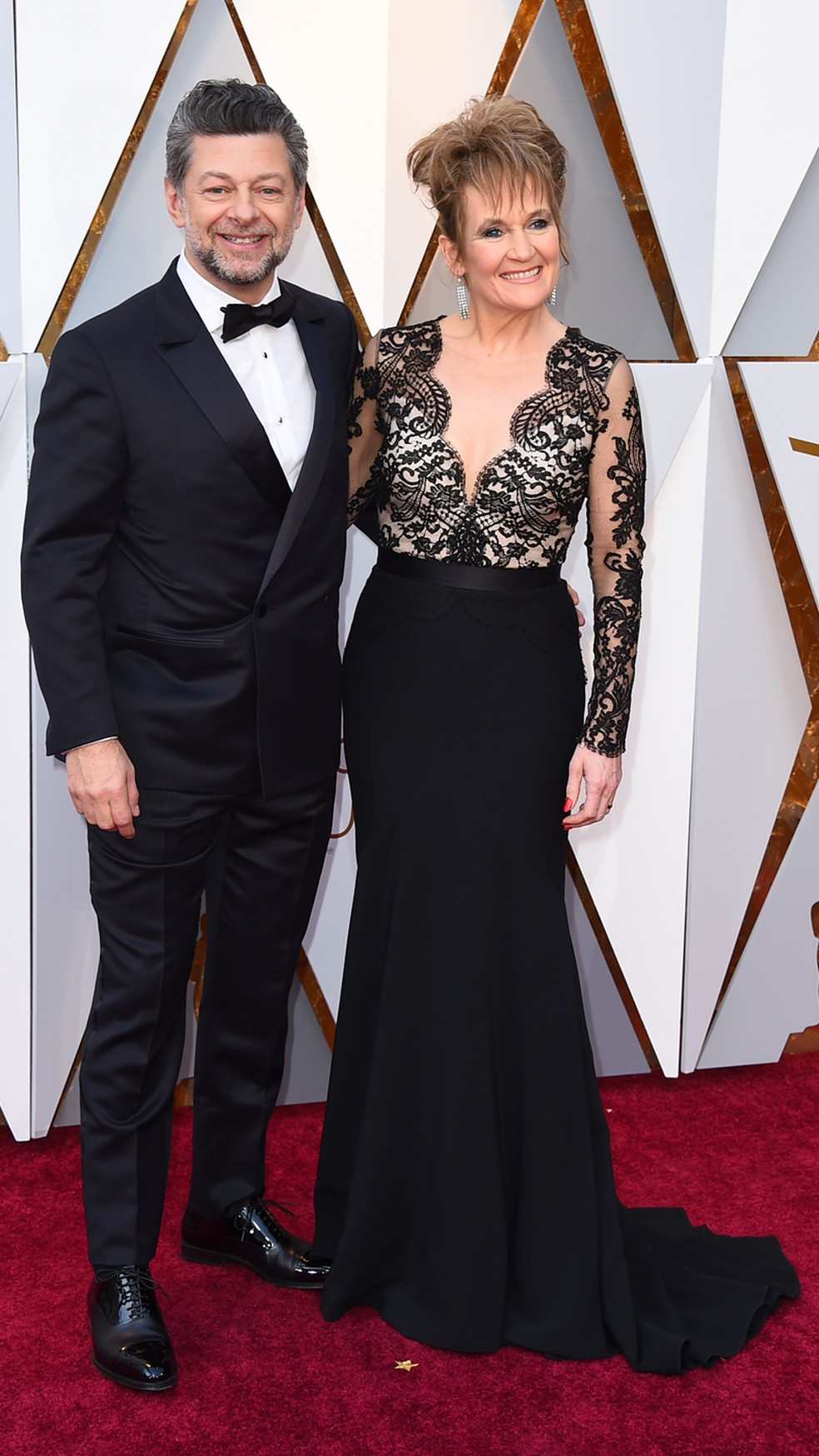 O ator Andy Serkis e Lorraine Ashbourne no tapete vermelho do Oscar 2018 (Foto: Jordan Strauss/Invision/AP)