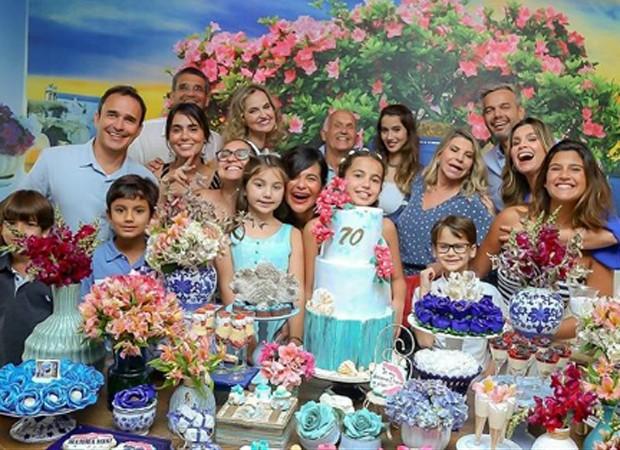 Flávia Alessandra reúne familiares no aniversário da mãe (Foto: Thais Galardi/ Reprodução)