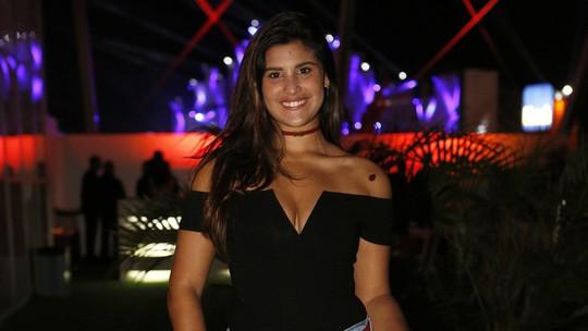 Giulia Costa completa 18 anos e recebe homenagem de Flávia Alessandra e de Otaviano Costa