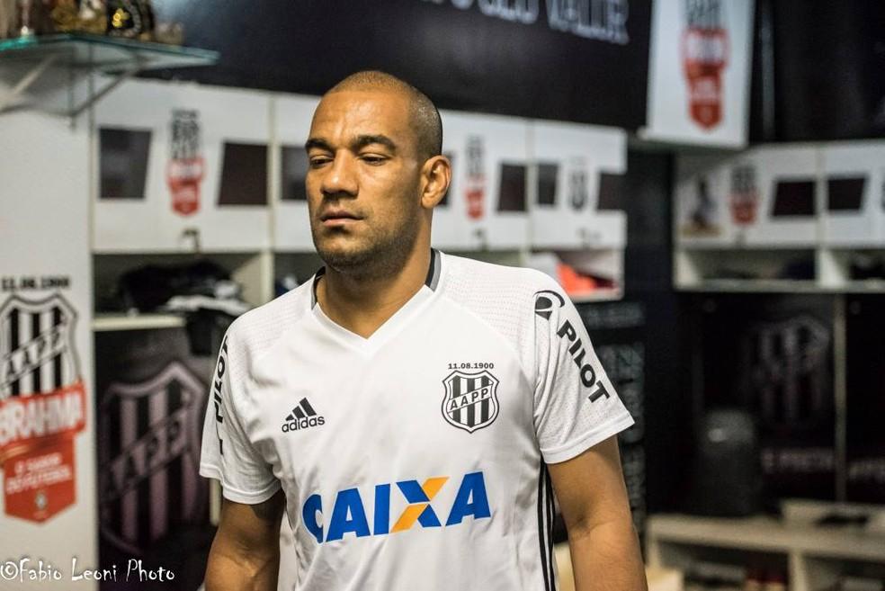 Zagueiro Rodrigo não veste mais a camisa da Ponte  (Foto: Fabio Leoni/ PontePress)
