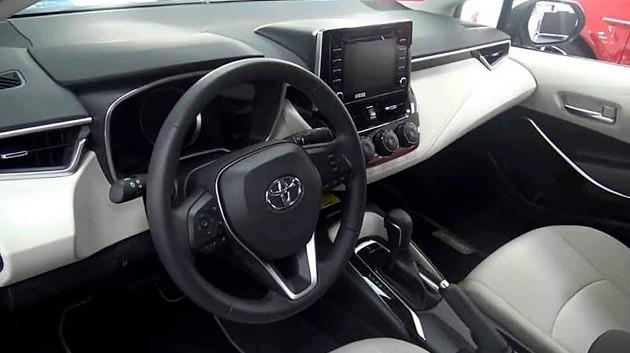 Foto vazada circula, mostrando o interior do novo Corolla (Foto: Captura de Internet/WhatsApp)