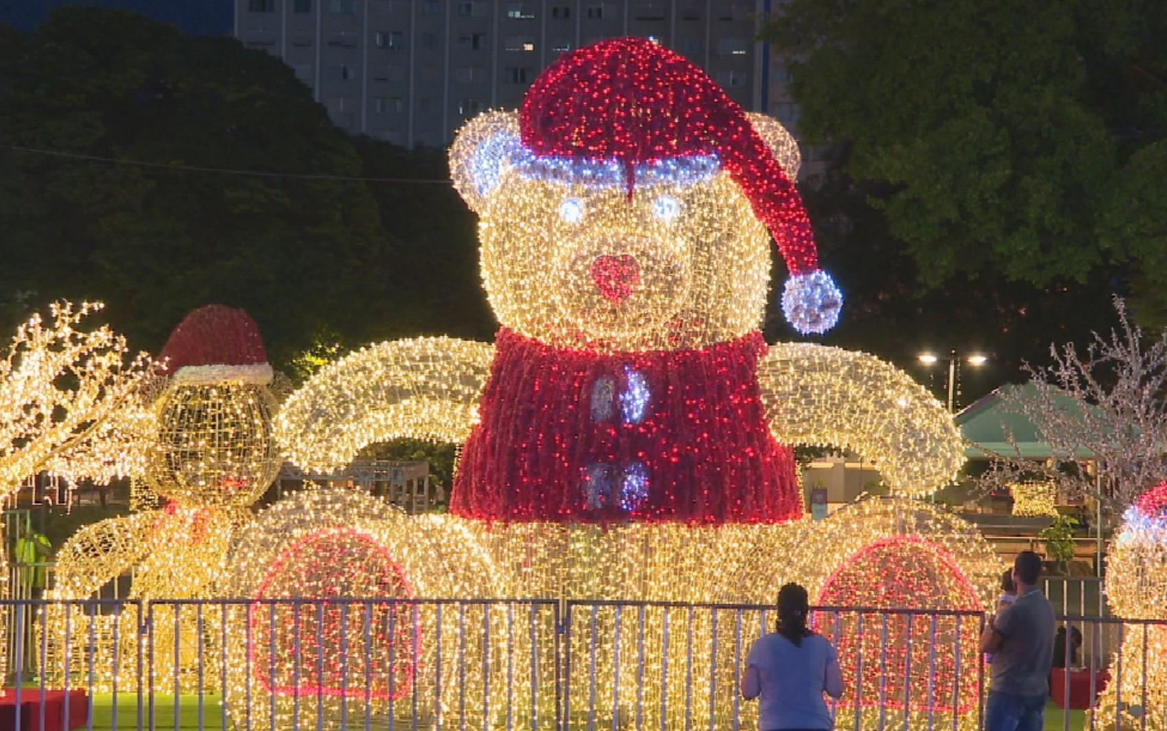 Decoração de Natal na Praça Cívica conta com enfeites gigantes e mais de 500 mil lâmpadas
