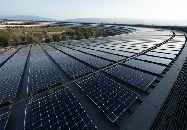 Painéis solares cobrem o teto do Apple Park, sede da Apple nos Estados Unidos (Foto: Divulgação/Apple)