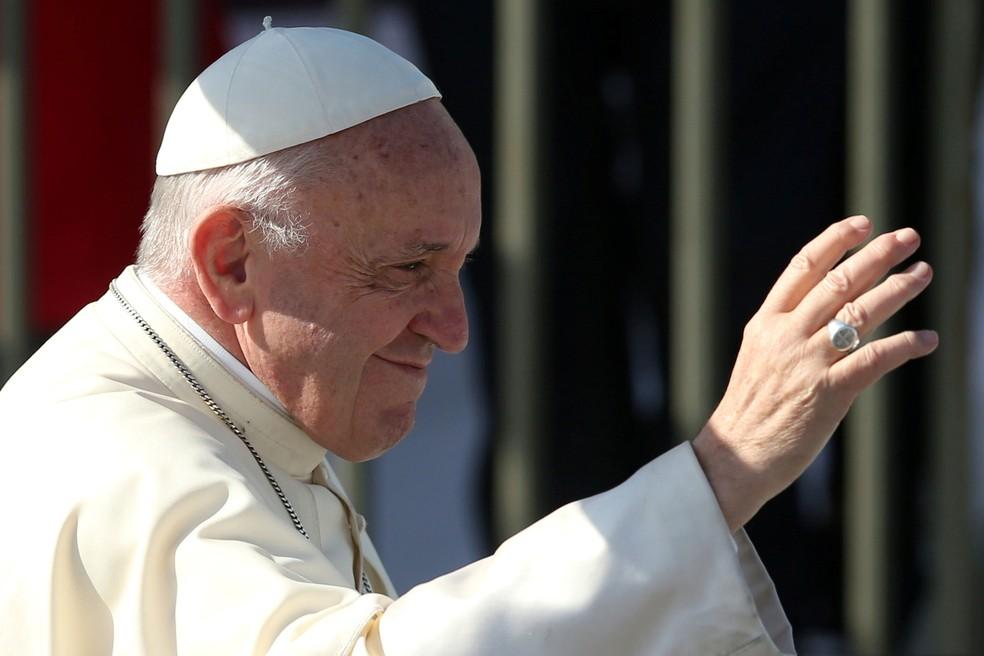 Papa Francisco chega ao Aeroporto de Maquehue, em Temuco, no Chile, nesta quarta (17)   (Foto: Edgard Garrido/ Reuters)