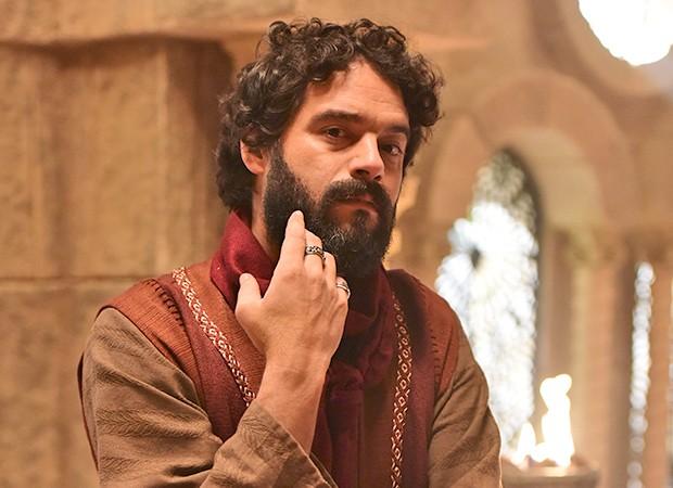 Judas Iscariotes (Guilherme Winter) pede para seguir Jesus (Dudu Azevedo) (Foto: Munir Chatack, Edu Moraes e Blad Meneghel/ Record TV)