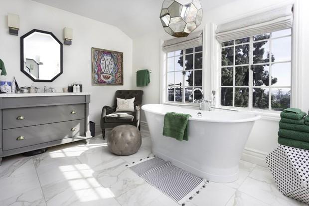 Banheiro da casa do cantor Usher (Foto: Reprodução)