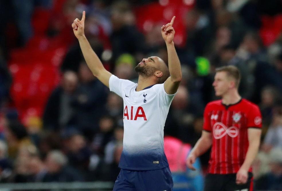 Lucas Moura comemora mais um gol marcado com a camisa do Tottenham — Foto: Reuters/Andrew Couldridge