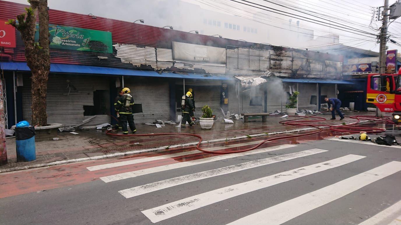Incêndio atinge oito lojas em Florianópolis