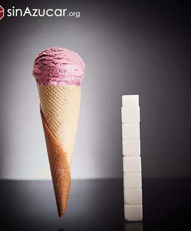 120 gramas de sorvete na casquinha é igual a 30 gramas de açúcar ou 7,5 cubos (Foto: Sin Azucar/ Reprodução)