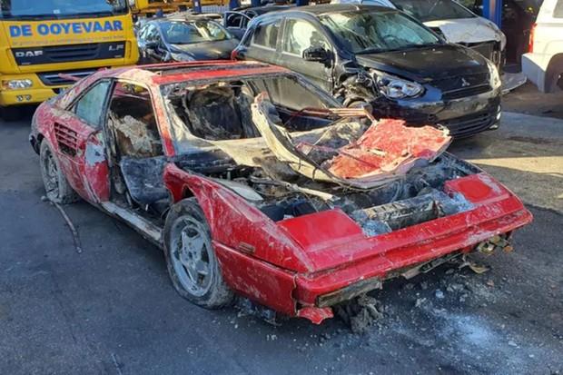 Ferrari Mondial foi mandada para ferro velho (Foto: Reprodução)