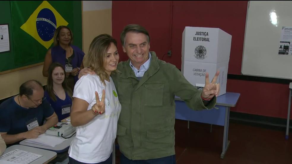 Jair Bolsonaro vota na manhã deste domingo (28) na Vila Militar — Foto: Reprodução / GloboNews