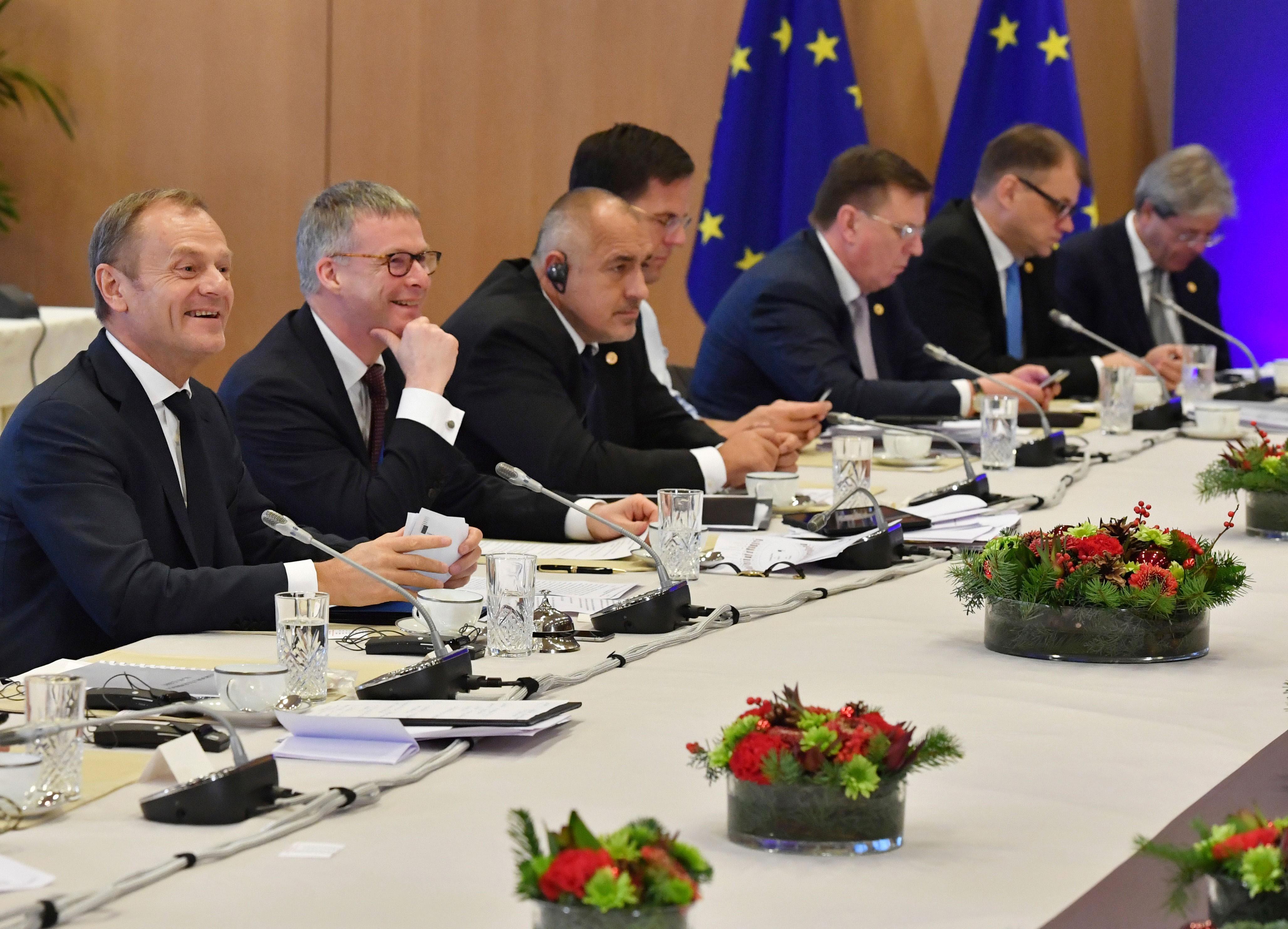 Líderes da União Europeia aprovam início da 2ª fase da negociação do Brexit