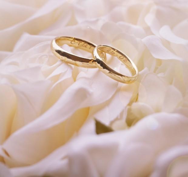 As alianças de casamento de Klebber Toledo e Camila Queiroz (Foto: Divulgação)