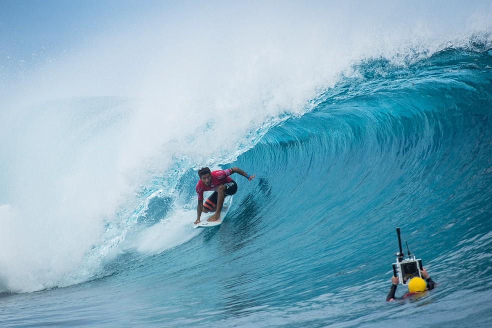 Filipe Toledo em ação no Taiti: retrospecto ruim (Foto: Divulgação/WSL)