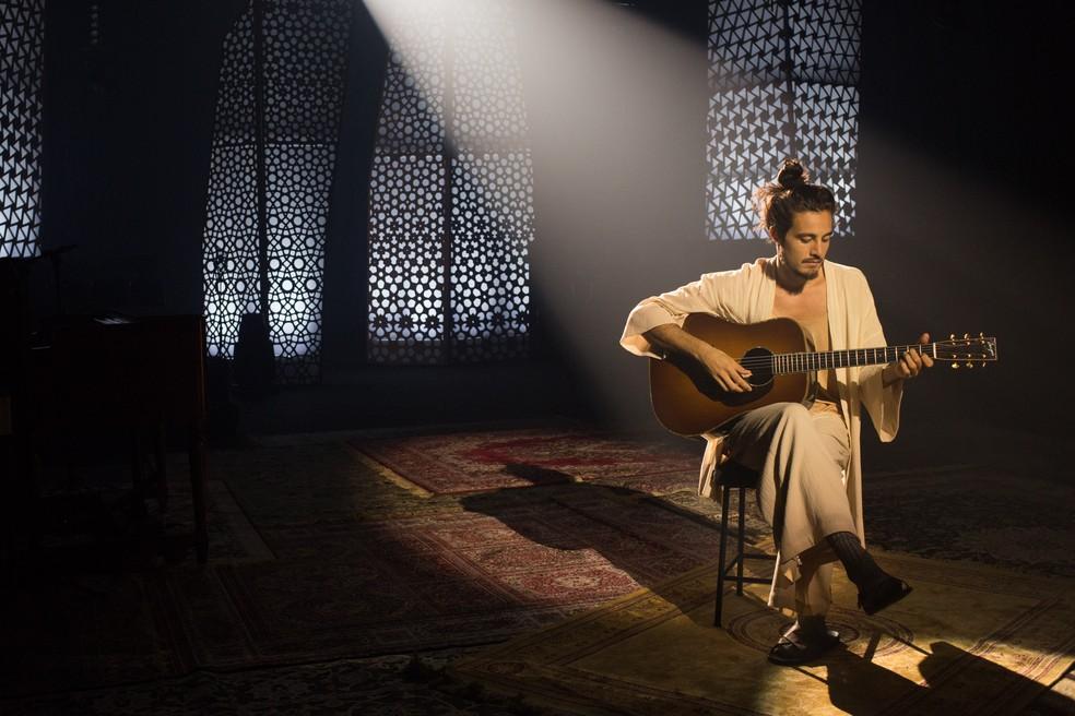 Tiago Iorc na gravação de 'Acústico MTV' — Foto: Marcos Hermes / Divulgação MTV