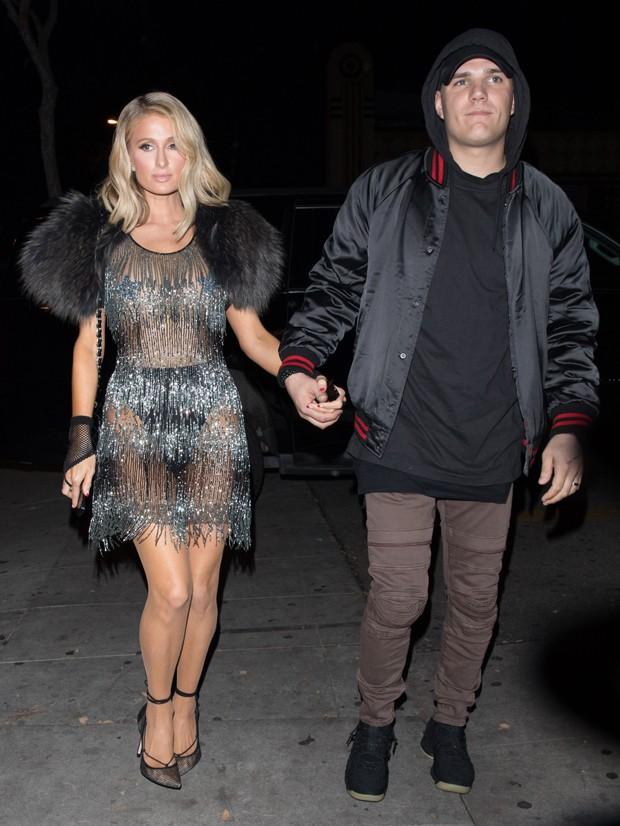 Paris Hilton e Chris Zylka (Foto: Grosby Group)