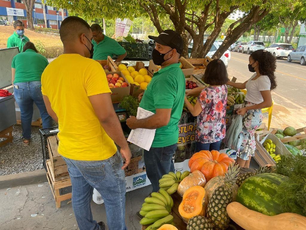 Feira livre com produtos da agricultura familiar é inaugurada no Centro Político Administrativo em Cuiabá