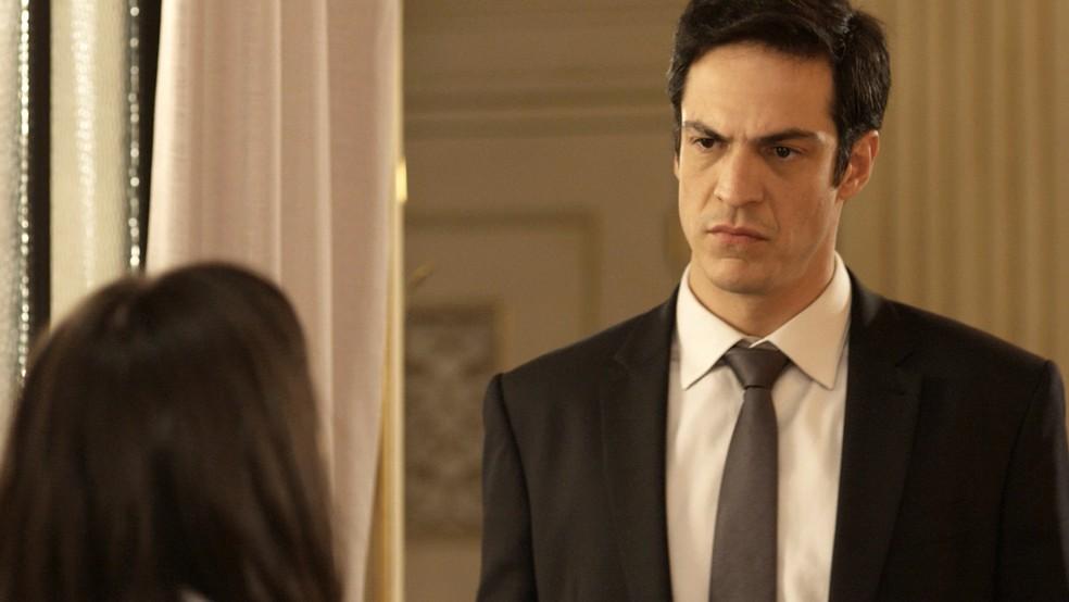 Eric sente o baque com as palavras de Bebeth (Foto: TV Globo)
