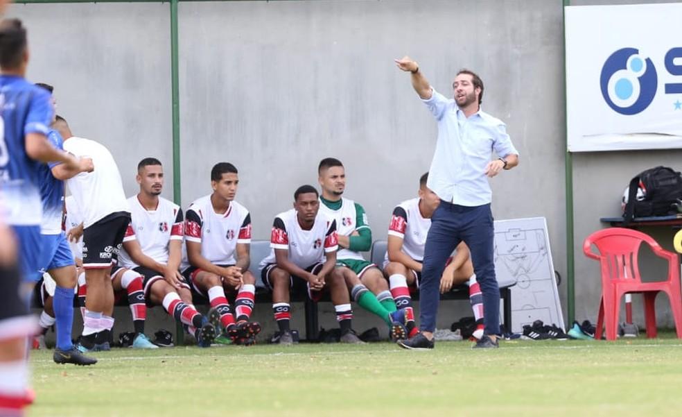 Paulo Massaro durante estreia do Santa Cruz na Copa Pernambuco — Foto: Marlon Costa/ Pernambuco Press