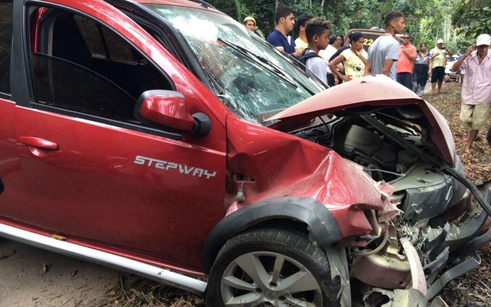 Duas pessoas ficaram feridas e foram encaminhadas para o Hospital Regional de Ilhéus (Foto: Olga Amaral/TV Santa Cruz)