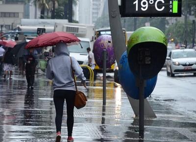 Chuva e frio em SP (Foto: J. Duran/Machfee/Futura Press/Estadão Conteúdo)