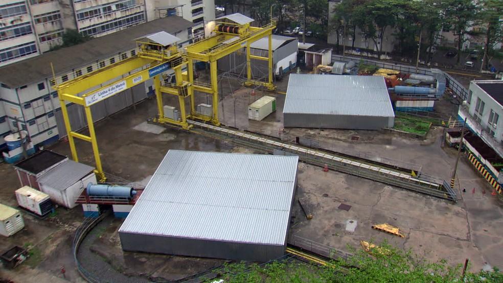 Vista do canteiro da Estação da Gávea, cujas obras estão paradas desde 2015 — Foto: Reprodução/TV Globo