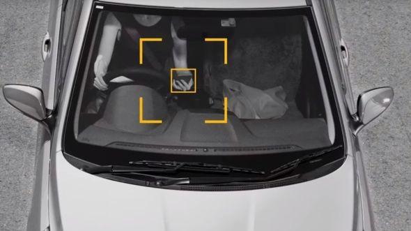Sistema é capaz de detectar se o motorista está utilizando o celular enquanto dirige (Foto: Divulgação/ NSW Transport Department)