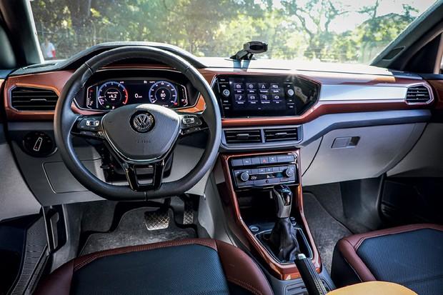 Comparativo Volkswagen T-Cross - T-Cross e Nivus trazem painel de instrumentos digital e muitos plásticos no interior (Foto: Rafael Munhoz)