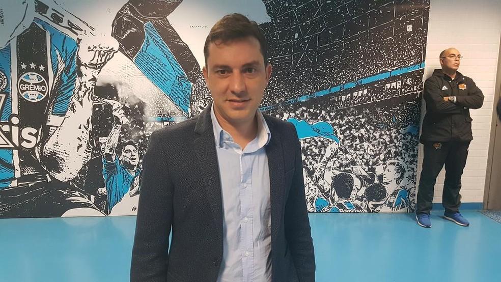 Klauss Câmara ao cruzar pena Arena como diretor do Cruzeiro em 2017  — Foto: Gabriel Duarte