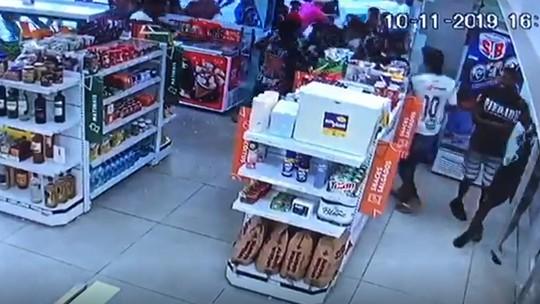 Torcedores saqueiam loja em Fortaleza antes do Clássico-Rei; assista ao vídeo