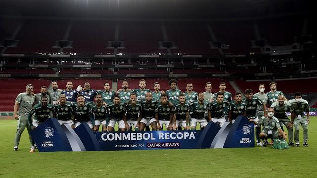 Time do Palmeiras posado na final da Recopa contra o Defensa y Justicia