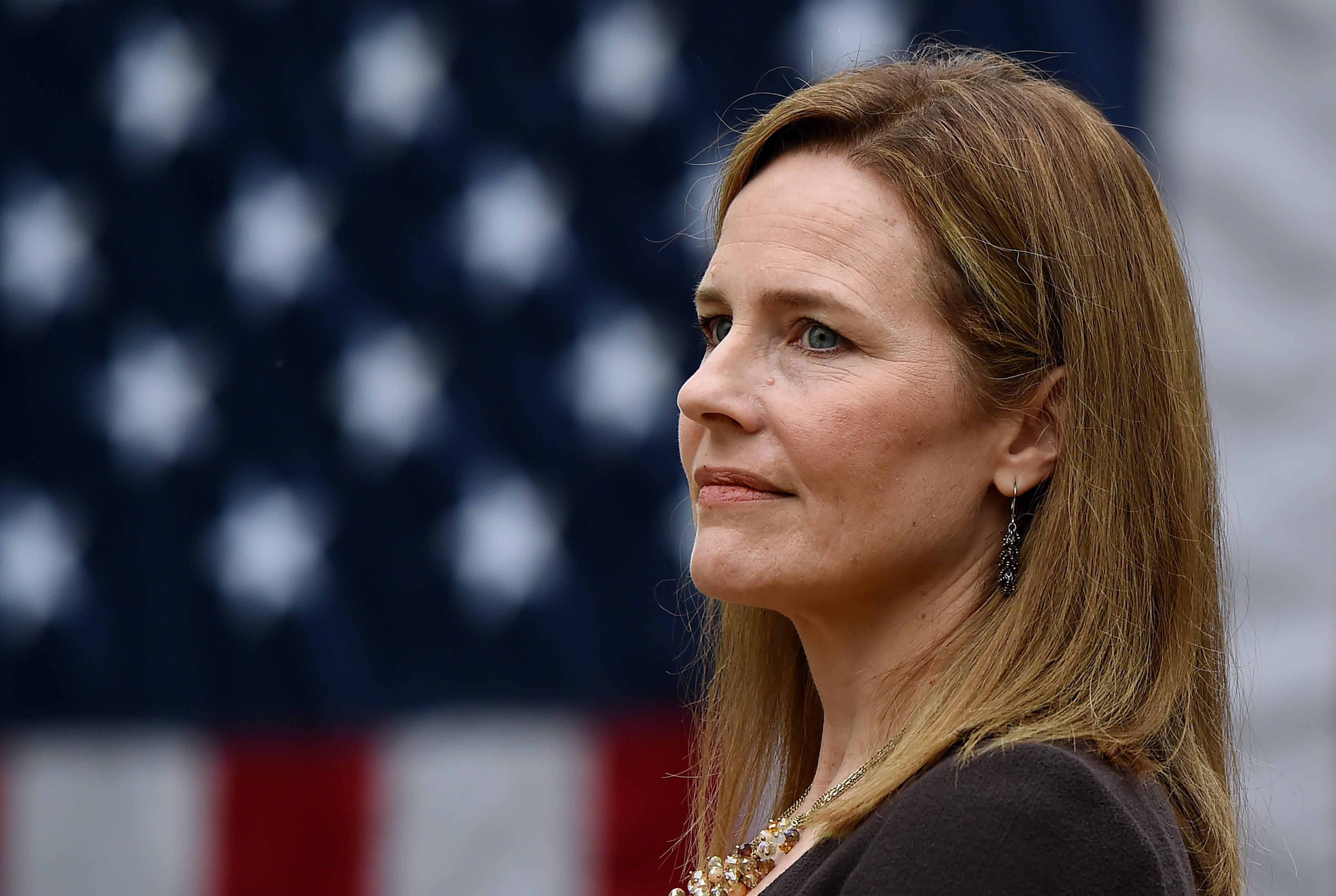 Senado dos EUA quer ratificar juíza conservadora na Suprema Corte até 30 de outubro
