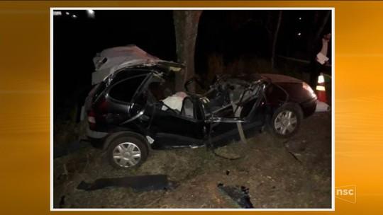 Motorista e mulher grávida morrem e criança fica ferida em acidente na SC-282, em Águas de Chapecó
