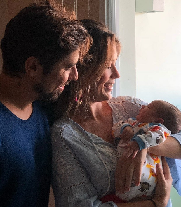Juliana Didone e Flavio Rossi com a filha, Liz (Foto: Reprodução/Instagram)