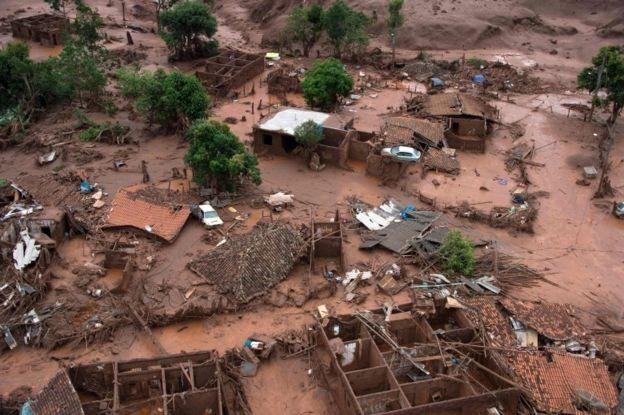 Projeto aproveitou rejeitos de mineração do desastre em Mariana, em 2015, para compor materiais de construção (Foto: AFP via BBC)