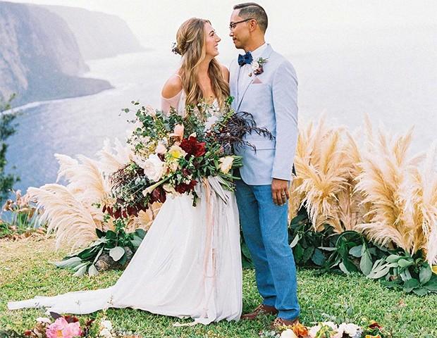 Tecidos fluídos e saias mais soltas no corpo funcionam bem para um casamento na praia (Foto: Instagram / Martha Stewart Weddings)
