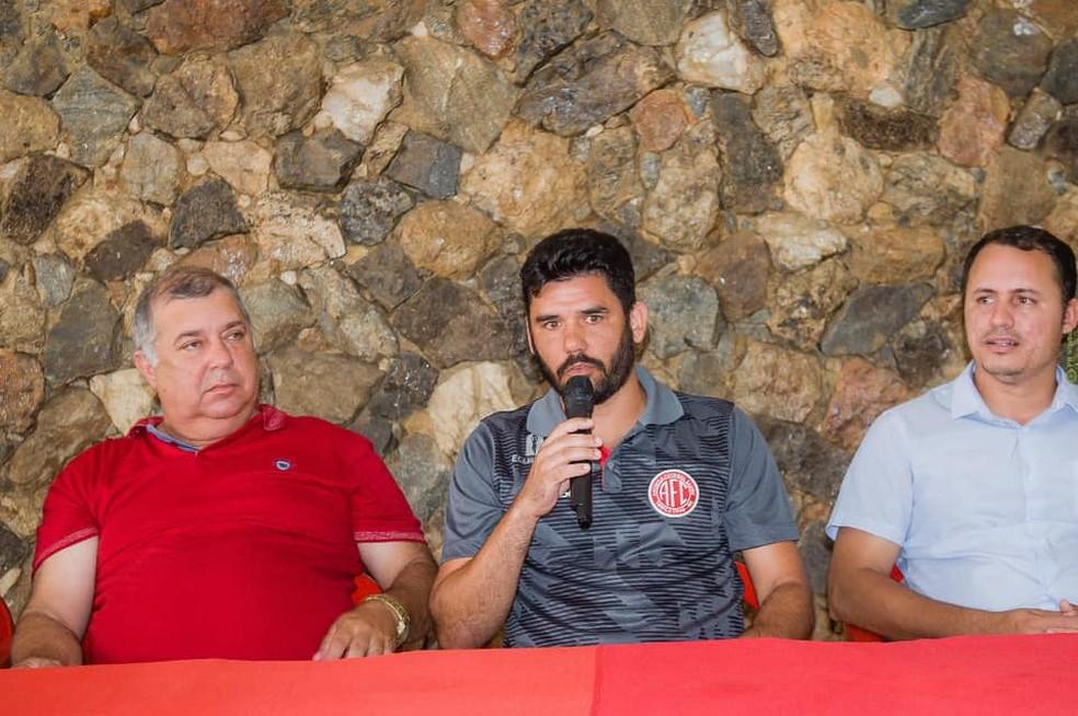 Técnico Bruno Barros aposta em trabalho forte para conquistar vaga na elite — Foto: América TO/Divulgação