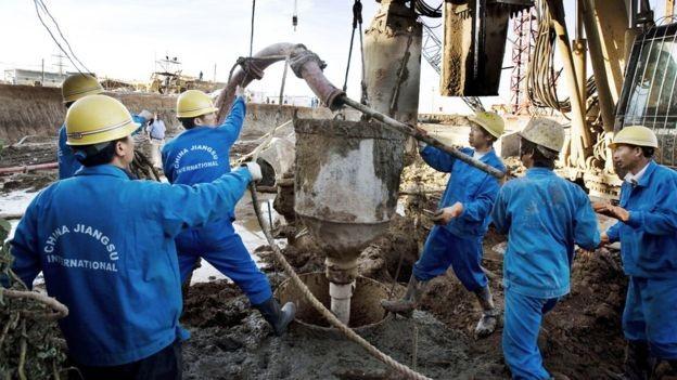 No Sudão, a China participa de grandes projetos de longo prazo com mão de obra chinesa (Foto: Getty Images)