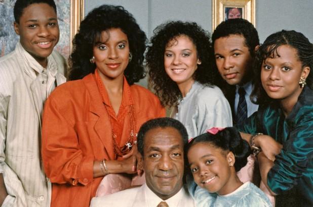 O ator Bill Cosby com seus colegas de elenco no The Cosby Show (Foto: Reprodução)