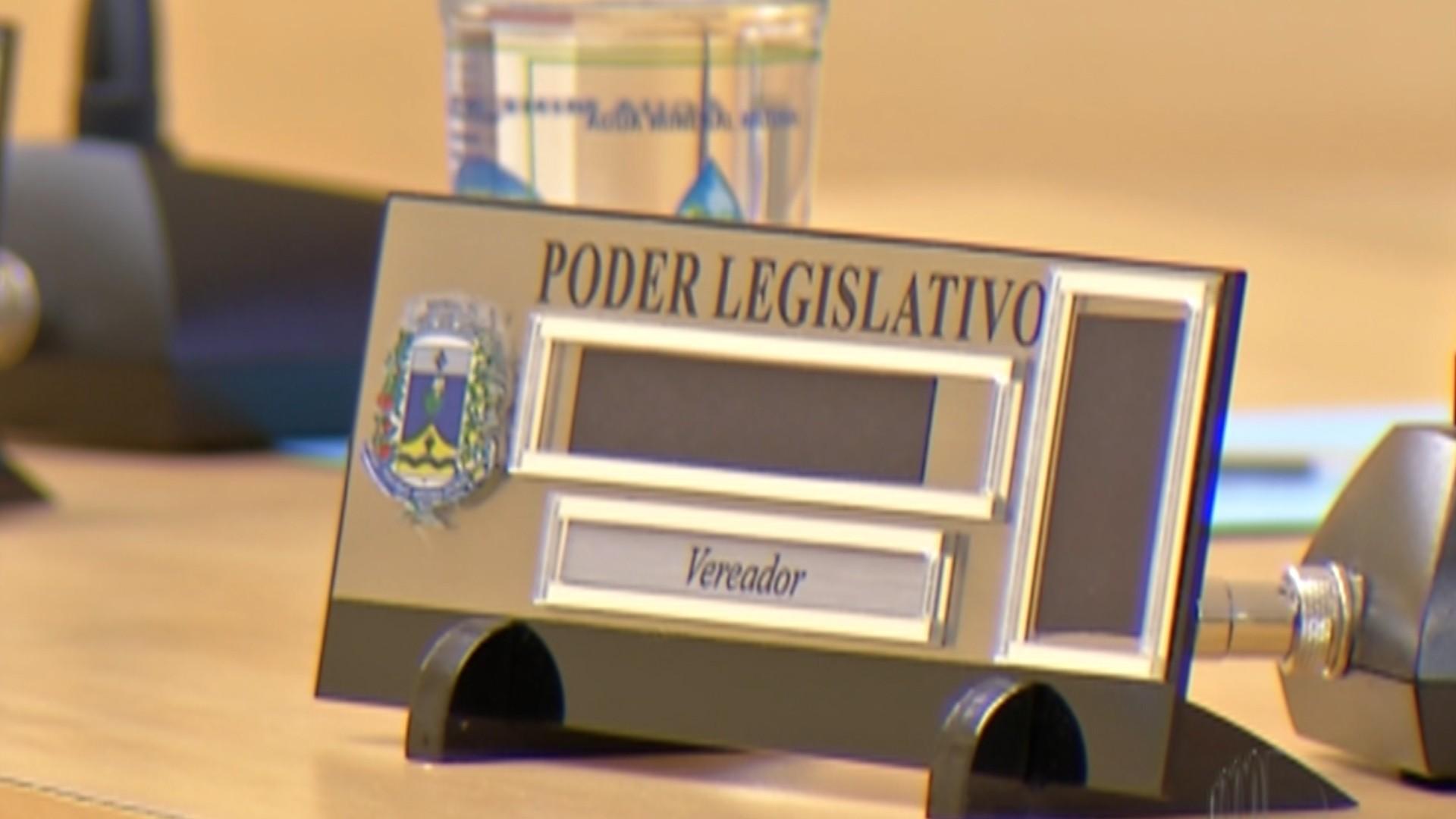 Vereadores suplentes ocupam cadeiras de parlamentares afastados da Câmara de Biritiba Mirim  - Noticias