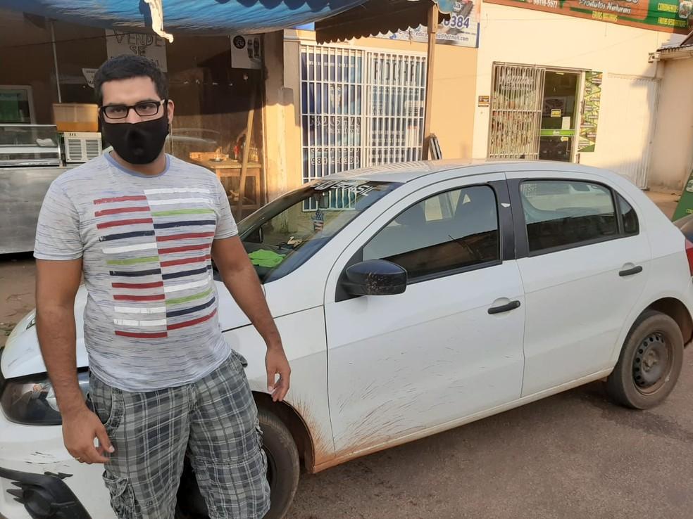 Joel se tornou motorista de aplicativo para sobreviver após ser demitido do Supermercado Gonçalves — Foto: Diêgo Holanda/G1