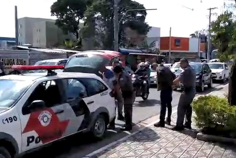 Criminosos foram rendidos em Taubaté após assalto em shopping em Guaratinguetá (Foto: Arquivo Pessoal/Cleberson Santos)