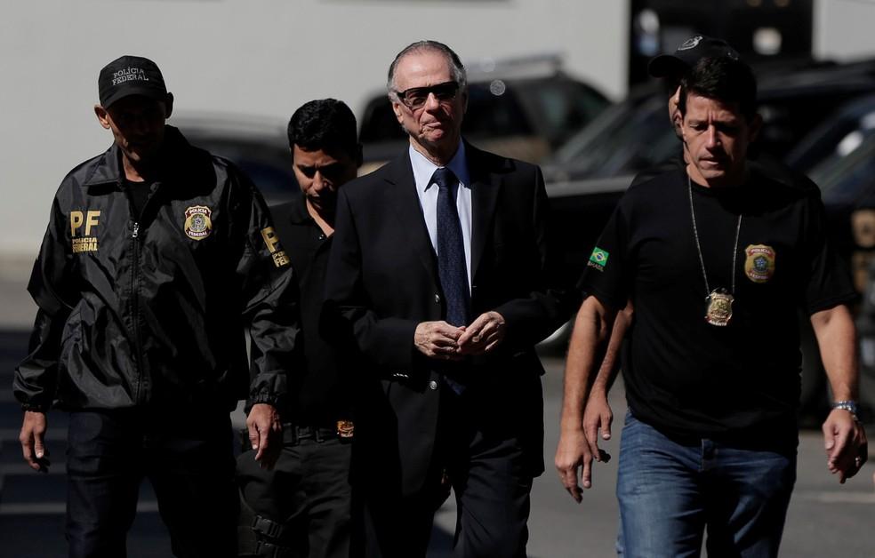 O presidente do Comitê Olímpico Brasileiro (COB) Carlos Arthur Nuzman chega na sede da Polícia Federal após ser preso no Rio de Janeiro (Foto: Bruna Kelly/Reuters)