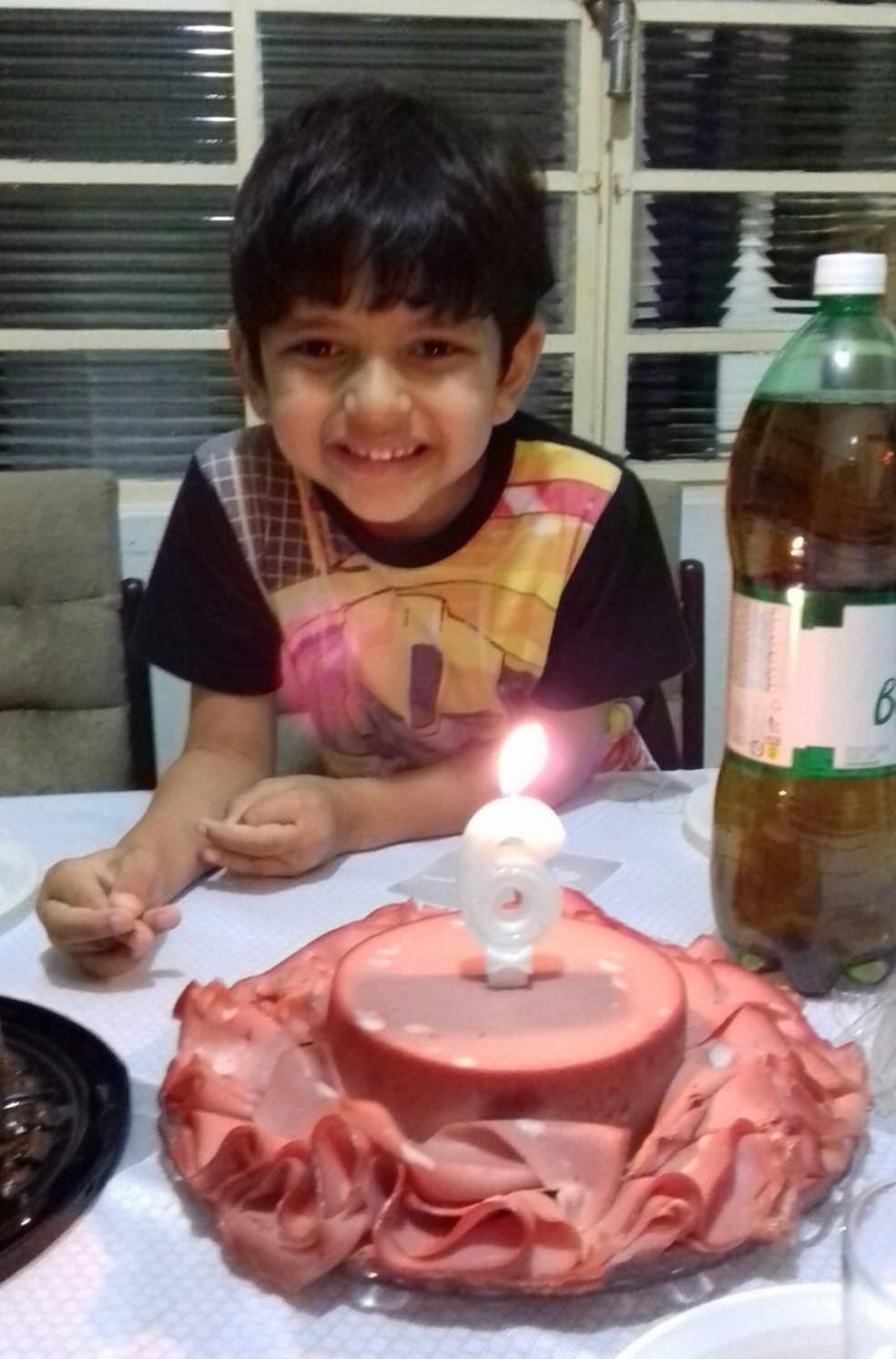 Sonho de Isaac era cantar parabéns com um bolo de mortadela  (Foto: Leide de Souza / Arquivo pessoal )