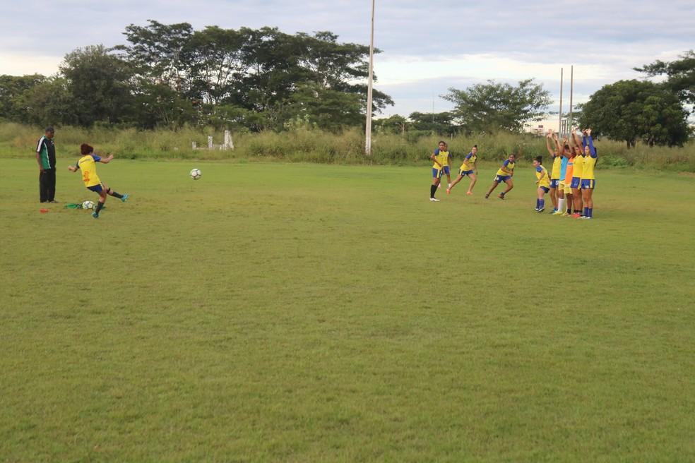 Atletas do Tiradentes-PI treinaram no CFAP (Foto: Arthur Ribeiro/GloboEsporte.com)