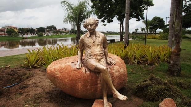 Sobral terá uma série de comemorações nos 100 anos do eclipse, e ganhou uma nova estátua de Albert Einstein, mas muitos na cidade ainda não sabem exatamente qual a relação entre o físico e a cidade (Foto: PREFEITURA DE SOBRAL)