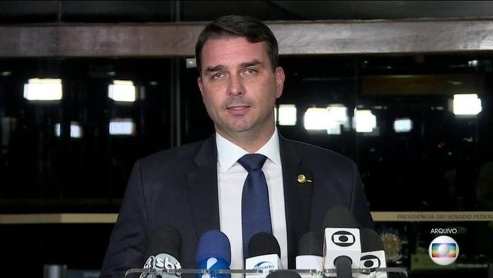 Flávio Bolsonaro é investigado pelo núcleo de combate à corrupção do MP — Foto: Reprodução/JN